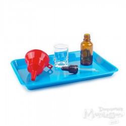 Zestaw taca, lejek, butelka z pipetą i szklaneczka