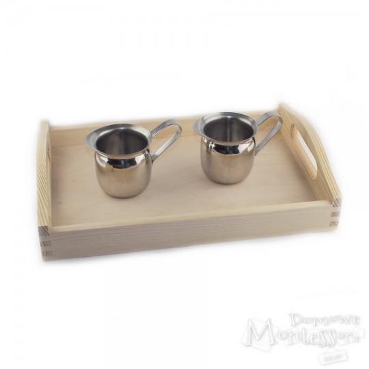 Zestaw taca i 2 metalowe dzbanuszki